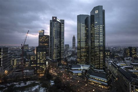 Deutsche Bank Clings to Billionaires to Maintain a Rare