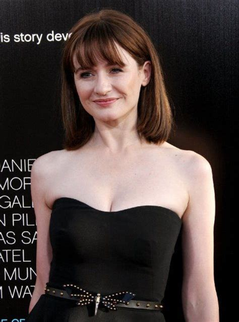 Emily Mortimer Bra Size, Age, Weight, Height, Measurements