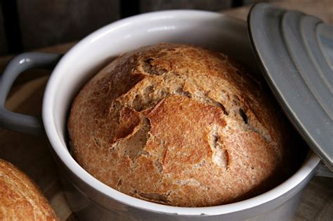 Crusty Wholemeal Bread from the Pot – Blueberry Vegan