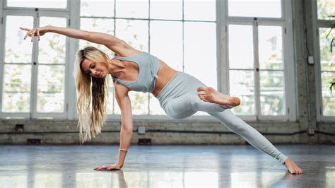 Alo Moves: Thousands of yoga classes by world-class