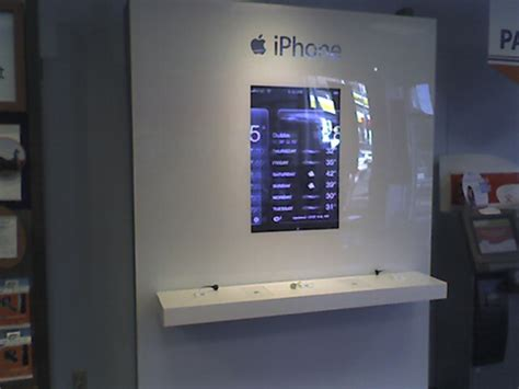 First pics - Apple iPhone kiosk! - IntoMobile
