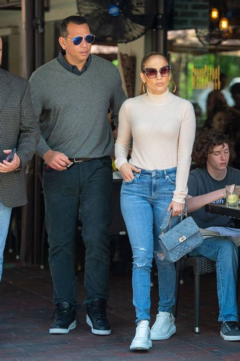 6 Style Secrets Jennifer Lopez Swears By for Every Outfit