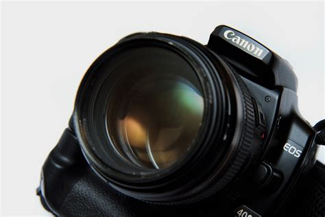 How to Purchase a Camera for Sports Photography: 7 Steps