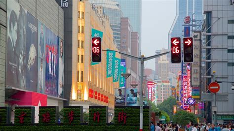 Nanjing Road Shopping District - Shanghai, Attraction